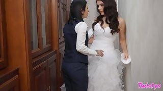 Lesbian pussy eating between modes Valentina Nappi and Joanna Angel