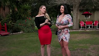 AJ Applegate puts a finger on Angela White's clit for the best orgasm