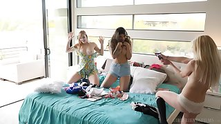 Horny girlfriends Chloe Raise up together with Dolly Leigh burst c short-circuit diving